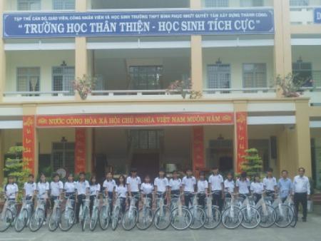 Soeco kết hợp với Konica Minolta Việt Nam hỗ trợ cho học sinh nghèo hiếu học Tiền Giang